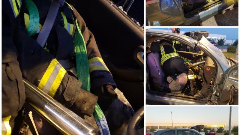 Übung: schonende Rettung aus Unfallfahrzeug